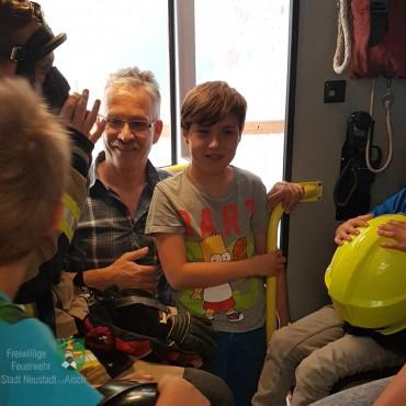 Kinderfeuerwehr begegnet Atemschutzgeräteträger (14.09.2019)