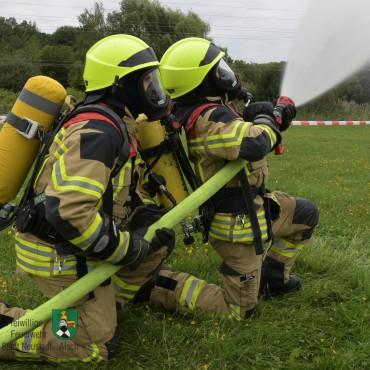 Seminar Hohlstrahlrohrtraining – oder: Feuerwehr Neustadt trainiert am Bolzplatz (17.08.2019)
