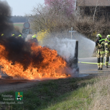 Brand landwirtschaftliches Fahrzeug (28.03.2020, 13:49 Uhr)
