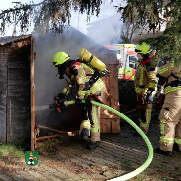 Brand einer Gartenhütte (20.02.2021, 14:24 Uhr)