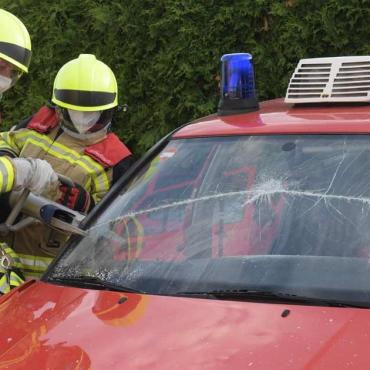 Feuerwehrauto zerschnitten